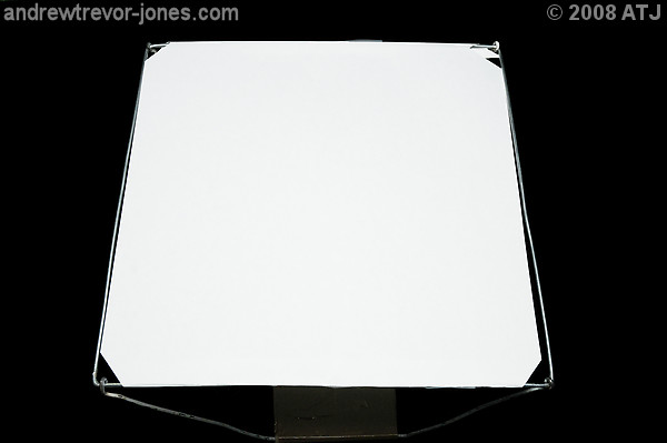 Front screen of collapsable softbox